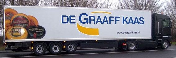 kramer_belettering_vrachtwagens_de_graaff_kaas_trailer_met_reflective_rotator